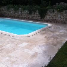Opus de travertin autour d'une piscine sur Ventabren