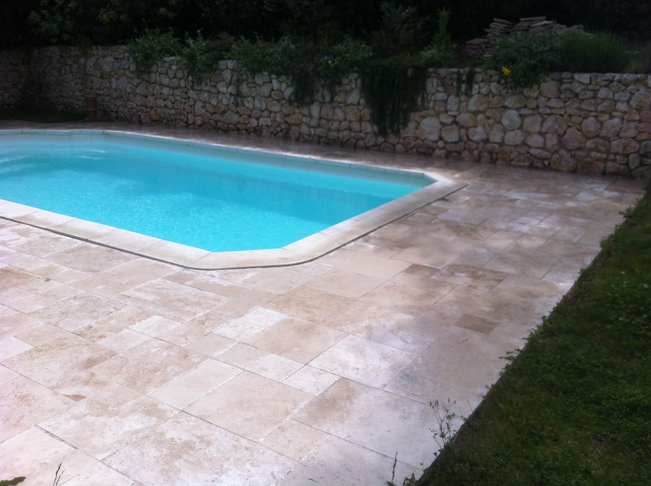 2012 01 piscine abords en pierre blb carrelage for Carrelage piscine