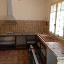 Décroutage de tous les carreaux ainsi qu'évacuation de l'évier, modernisation de cette cuisine de part des nouveaux matériaux.