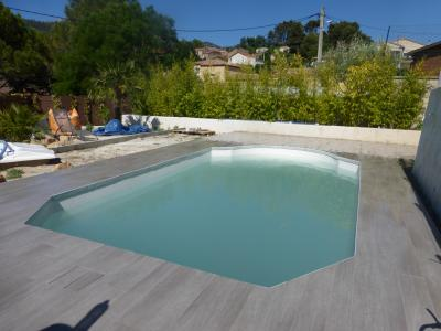 La valentine piscine carreaux imitation parquet blb for Carrelage piscine